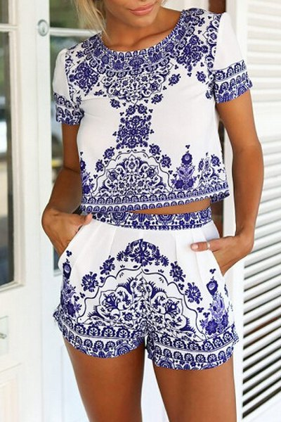 Short Sleeve Retro Floral Print T Shirt and Shorts Suit