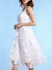 White Fitting Scoop Neck Sleeveless Lace Dress
