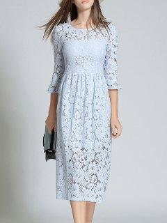 فستان المخرمات بكم البوق و الياقة المستديرة  - الضوء الأزرق M