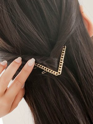 Link Chain Letter V Hairgrip - Golden