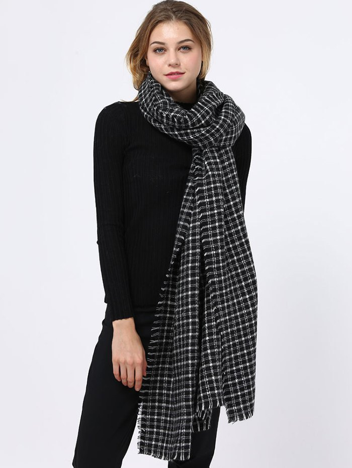 Plaid Pattern Fringed Edge Scarf