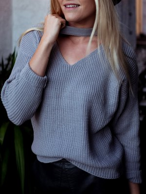 V Neck Ribbed Choker Sweater - Gray