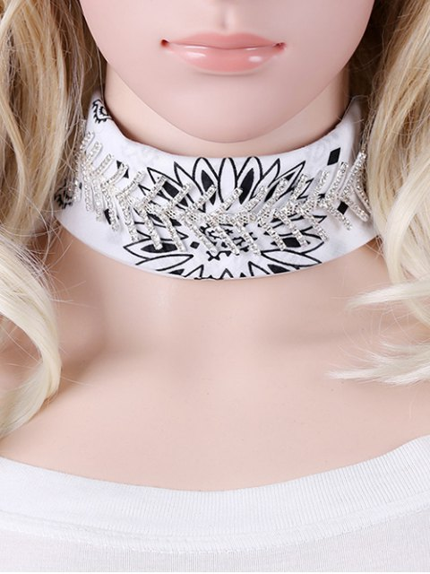 chic Fishbone Scarf Choker - WHITE  Mobile