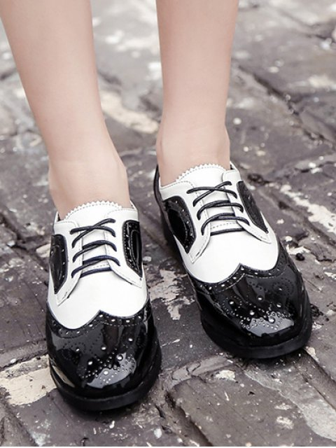 chic Lace Up Two Tone Wingtip Flat Shoes - WHITE AND BLACK 38 Mobile